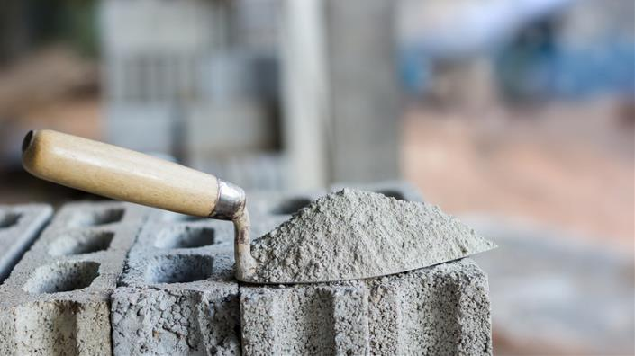 Water and salt in building walls could provide low-cost heat